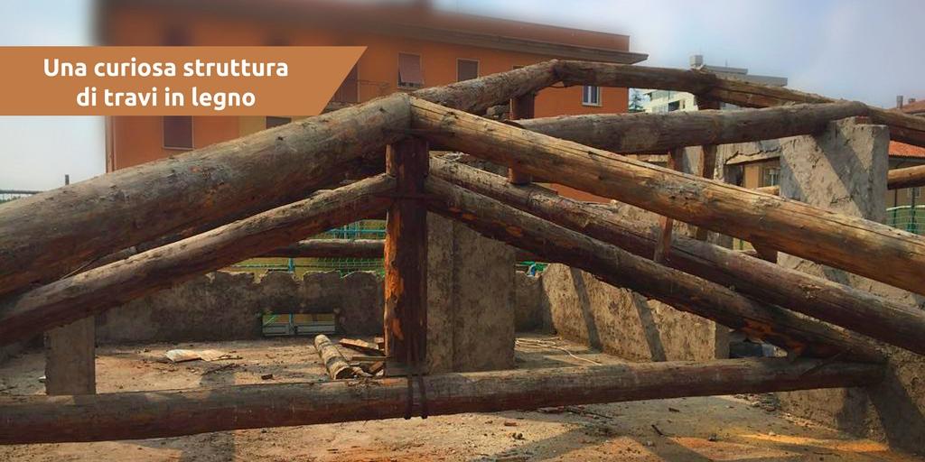 Una curiosa struttura di travi in legno